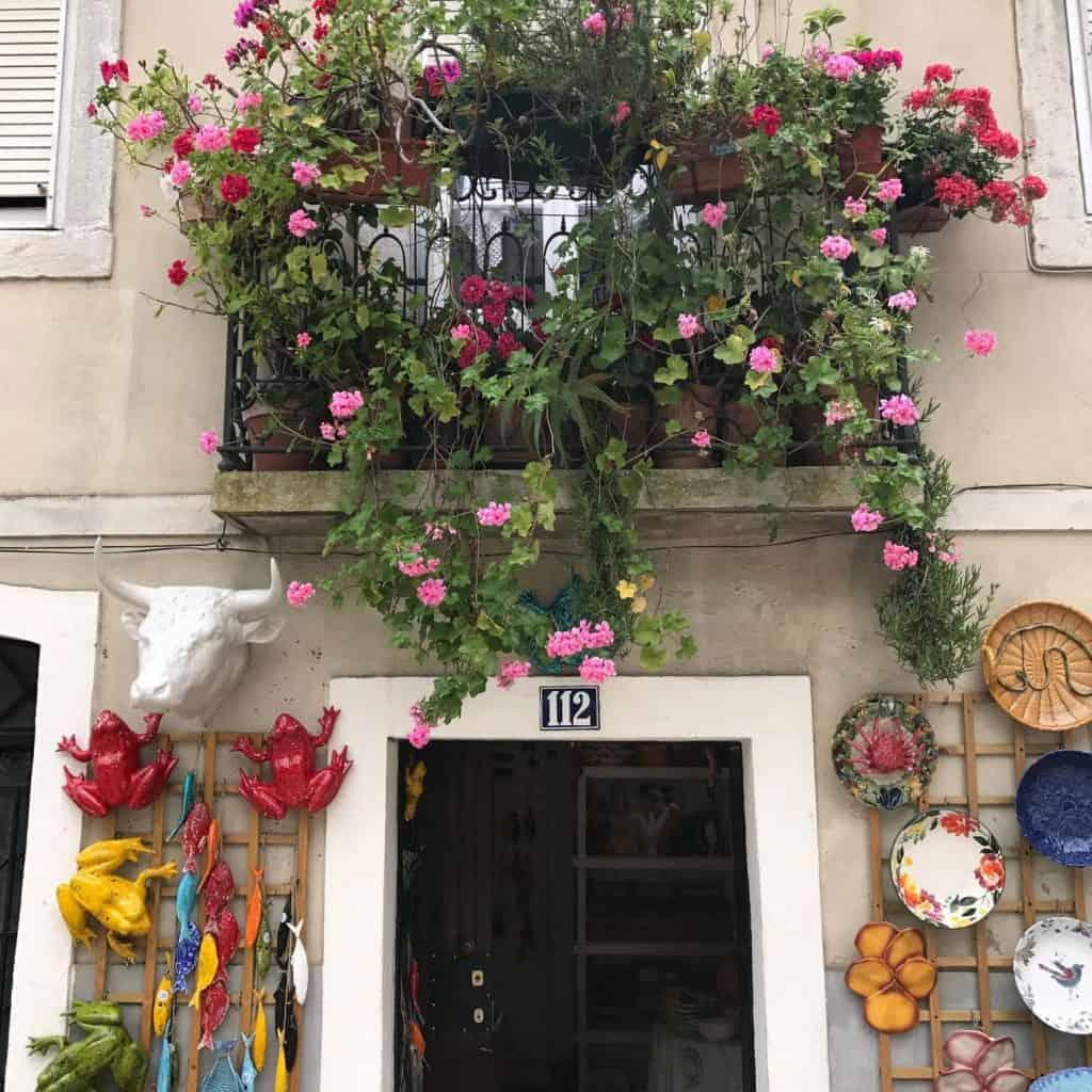Ceramic shop in Feira Da Ladra Lisbon