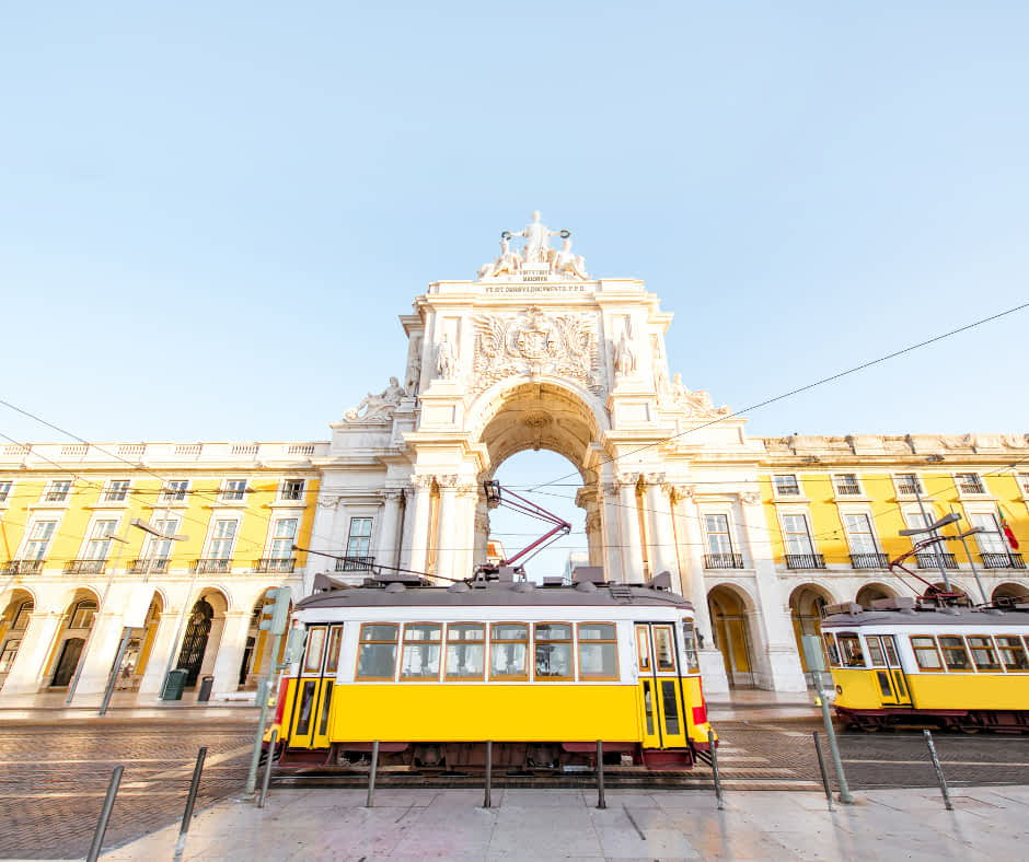 A Lisbon yellow tram in front of the Rua Augusta Arch