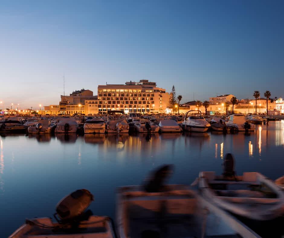 Faro Marina at night