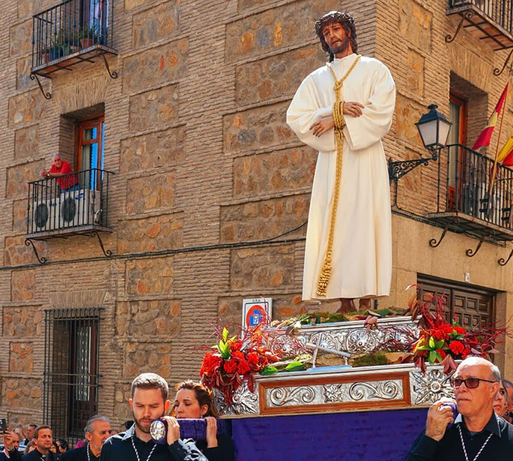 Easter Procession in Toledo by annees-de-pelerinage.com