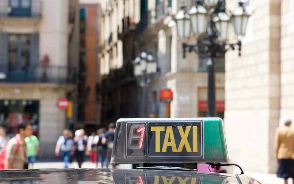Do you tip taxi drivers in spain