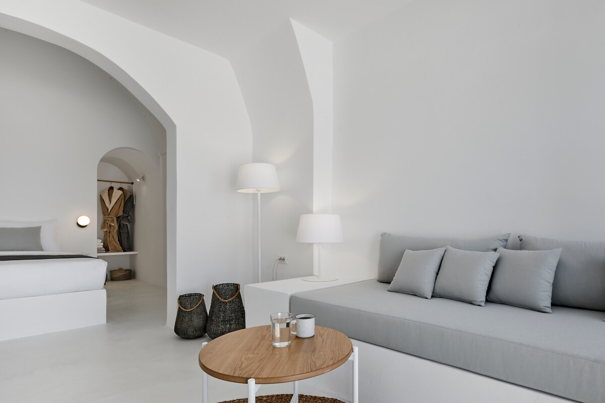 12. Elegant Home with Sublime Views - Fira Santorini Airbnb