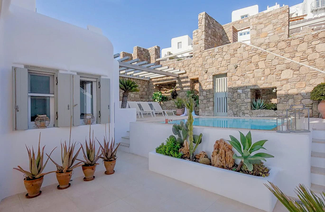 18. Chic Villa From Which To Admire Beautiful Sunset Views