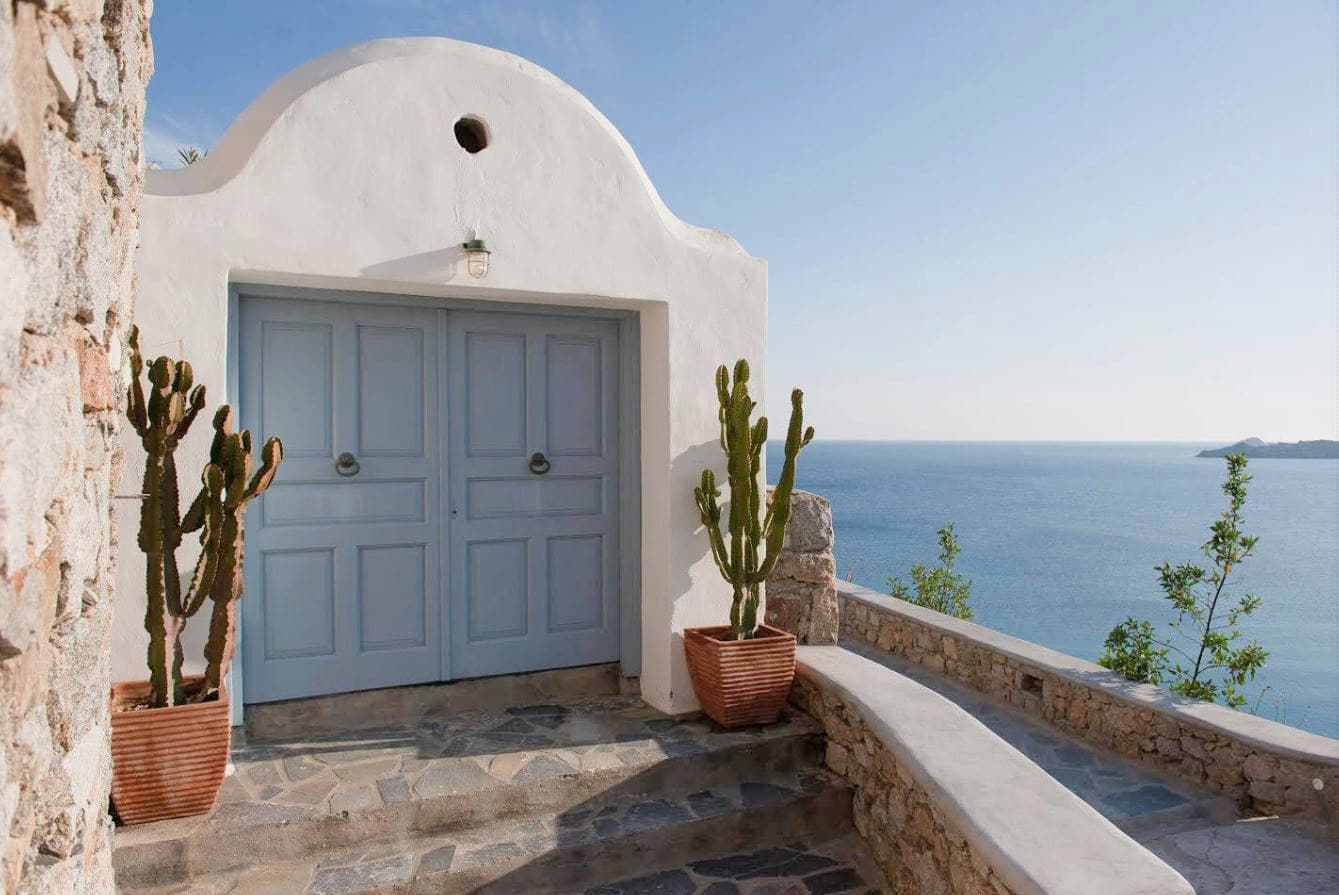 22. Beautiful Boutique Villa Complete With Beach Access