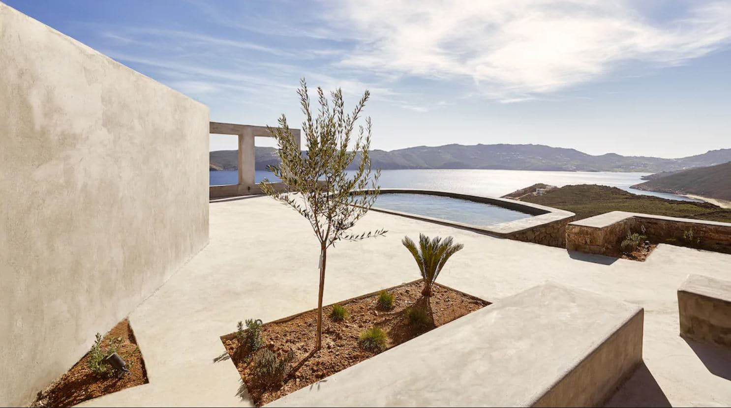 4. Contemporary Villa With Magnificent Views