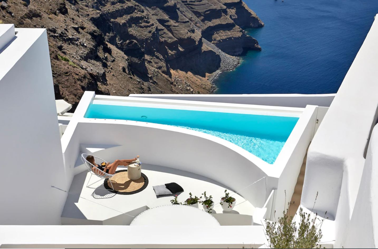 4. Exquisite Serviced Apartment with Stunning Pool & Views