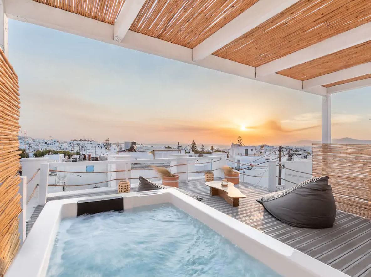 9. House In The Centre Of Mykonos With Gorgeous Rooftop
