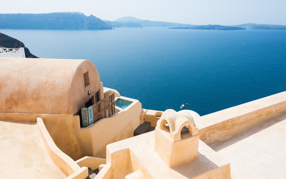 Airbnbs in Santorini, Greece - 14 Best Santorini Airbnbs!