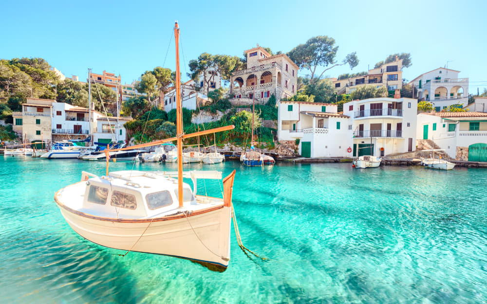 Life in Spain Pros - Mallorca - © Photo by pixelliebe from Getty Images Pro by Canva