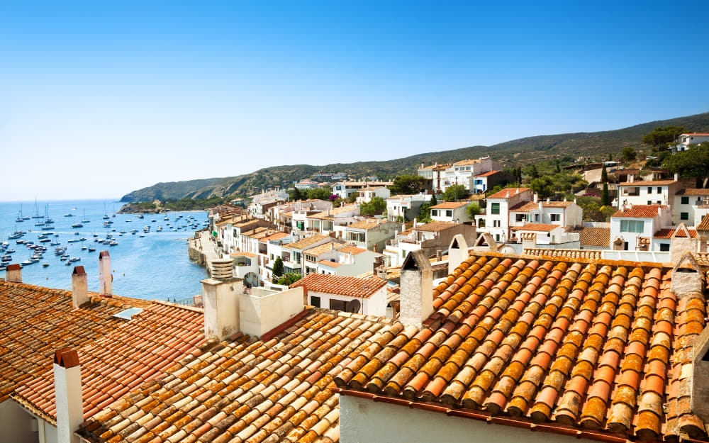 Living in Spain - A Complete Spanish Expat Guide to Help You in Your Move to Spain! Photo by © Nikada from Getty Images