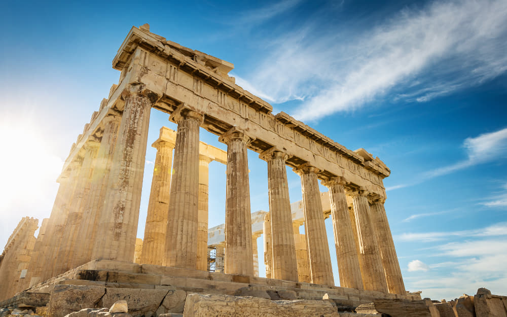 How to Plan The Perfect 5 Days in Greece Itinerary © Image Courtesy of Mlenny from Getty Images Signature by Canva