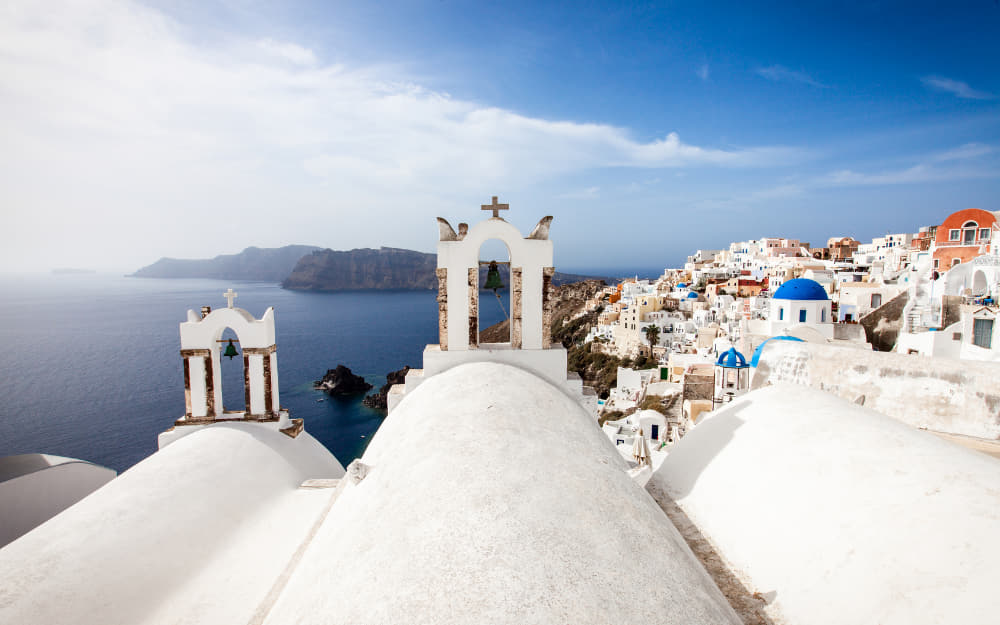Oia in Santorini - Greece 5 day itinerary © Image Courtesy of cmart7327 from Getty Images Signature by Canva
